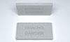 Плитка с надписью «Опасно Danger»